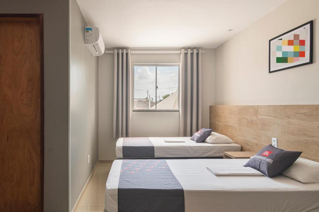 A bed or beds in a room at Mega Aeroporto Fortaleza Hotel