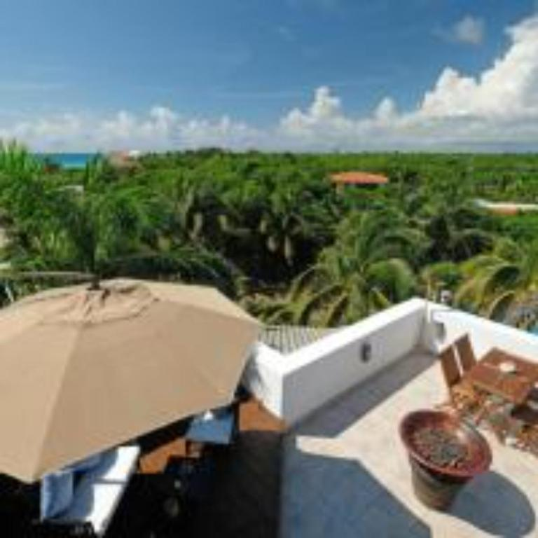 Condo with pool, beach access/full hotel services!