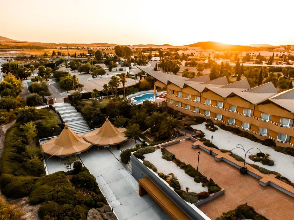 Vista de la piscina de HO Ciudad de Jaén o alrededores