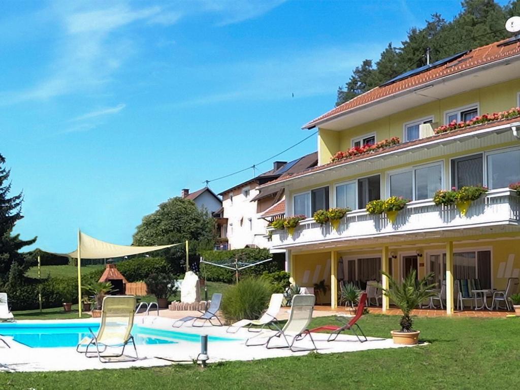 Der Swimmingpool an oder in der Nähe von Ferienwohnungen Brezjak