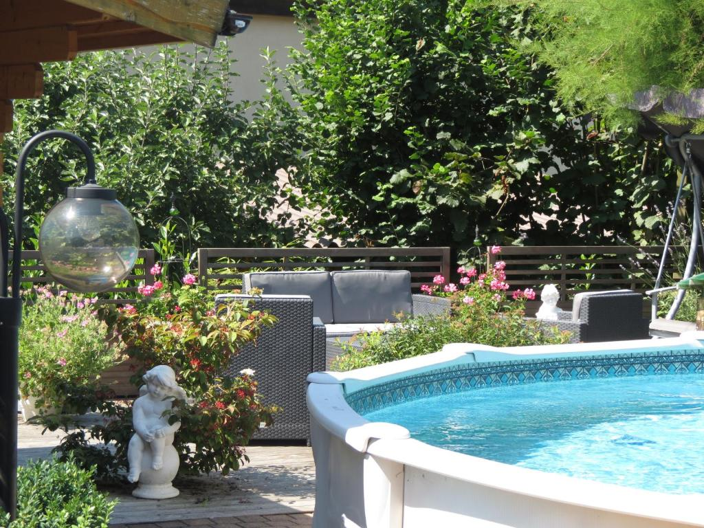 Der Swimmingpool an oder in der Nähe von B&B Andrey