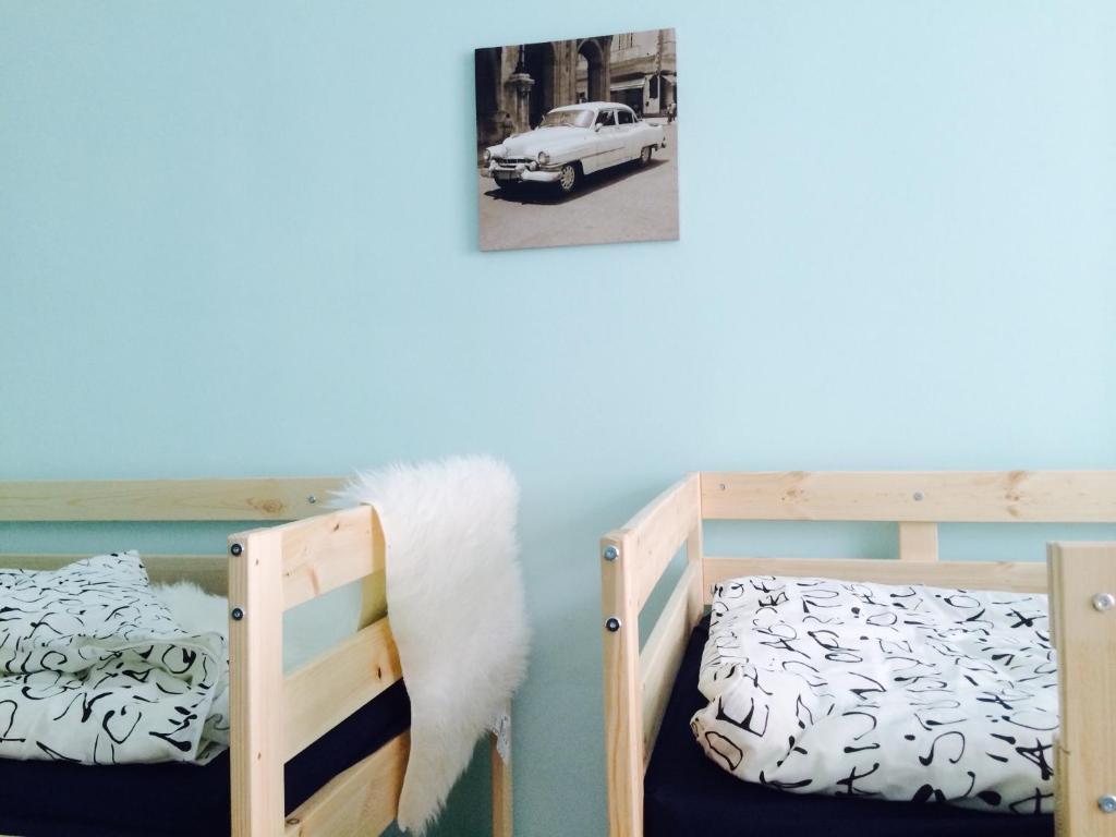 Кровать или кровати в номере Friday Hostel апартаменты