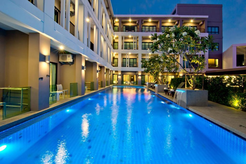 สระว่ายน้ำที่อยู่ใกล้ ๆ หรือใน Hotel J Residence Pattaya