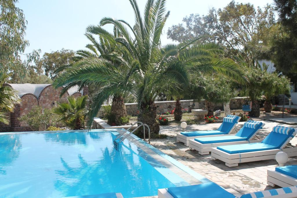The swimming pool at or near Evizorzia Villas