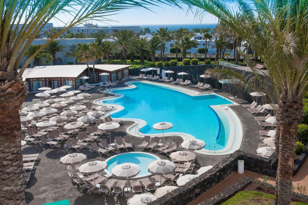A view of the pool at Relaxia Olivina or nearby