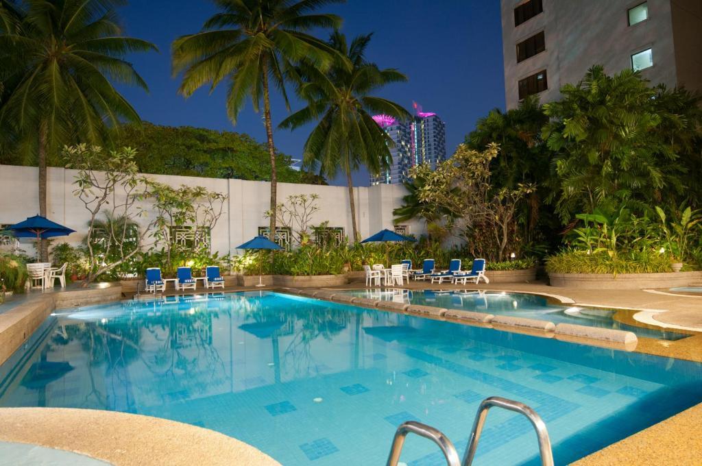 المسبح في Royale Chulan Bukit Bintang أو بالجوار