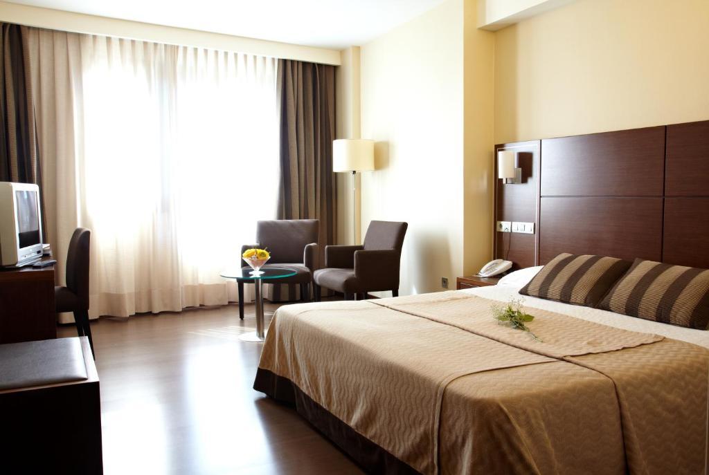 A bed or beds in a room at Hotel Coia de Vigo