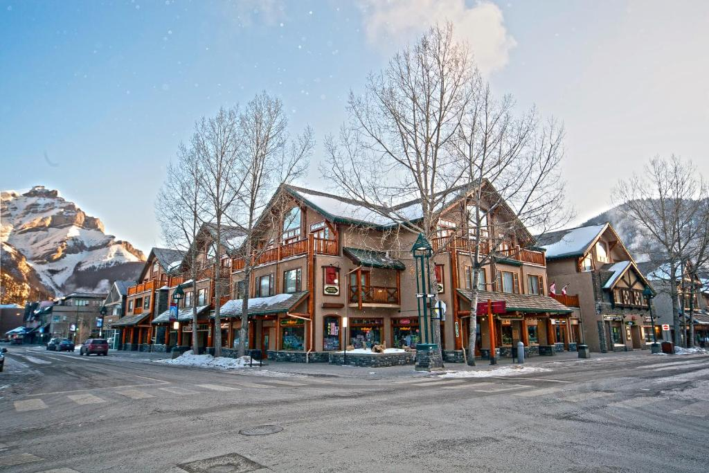 Brewster's Mountain Lodge during the winter
