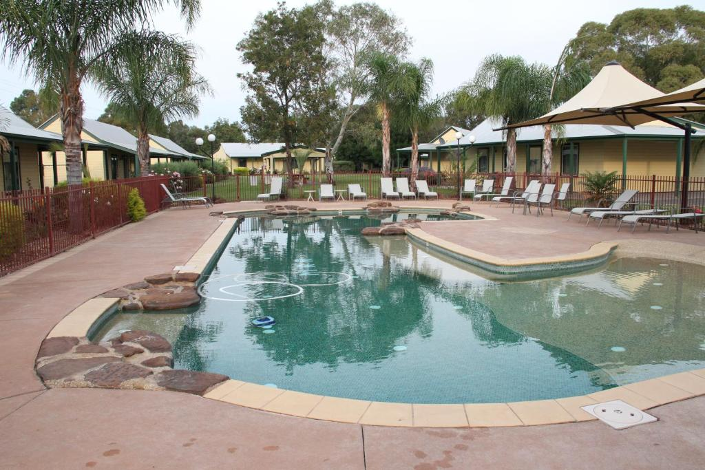 The swimming pool at or near Murray River Resort