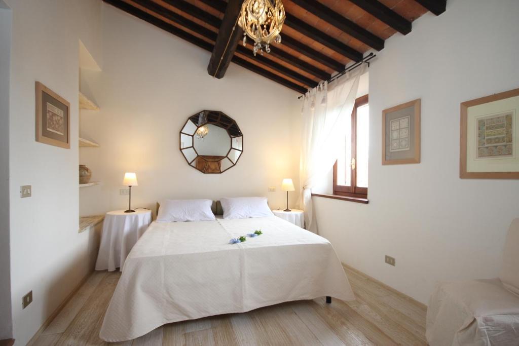 A bed or beds in a room at B&B Villa San Bartolomeo