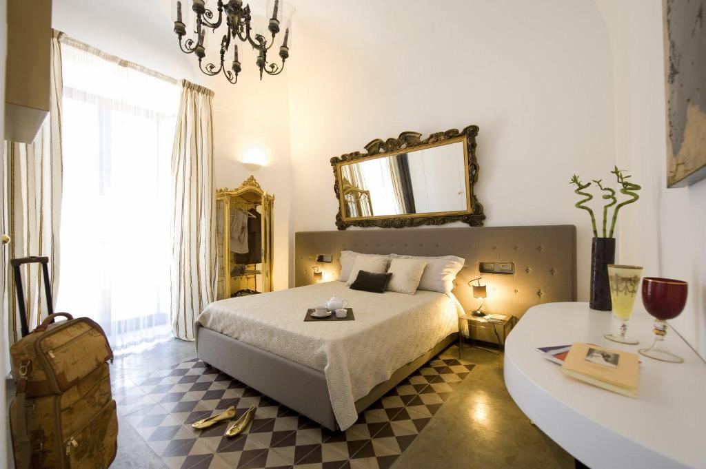 A bed or beds in a room at Gem De Luxe Suite Catania
