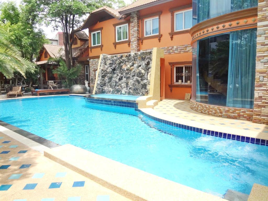 สระว่ายน้ำที่อยู่ใกล้ ๆ หรือใน โรงแรม คุณศรี รีสอร์ท อาร์ท บูทิค