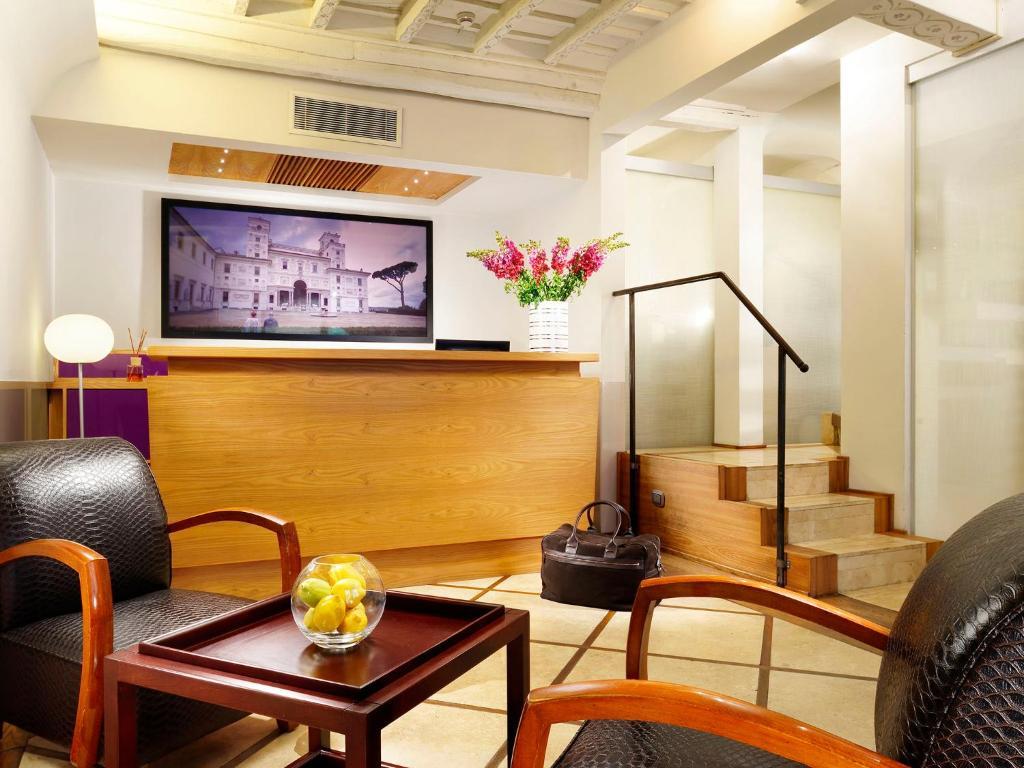 The lobby or reception area at Mario De' Fiori 37