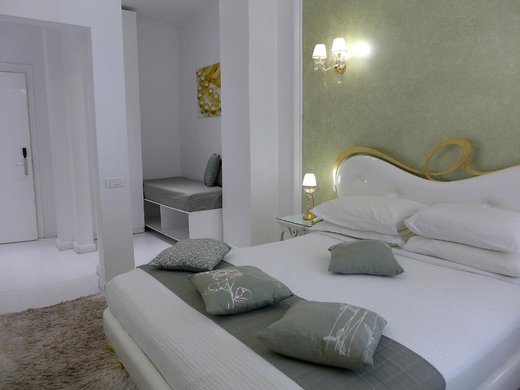 A bed or beds in a room at Athens Diamond Plus