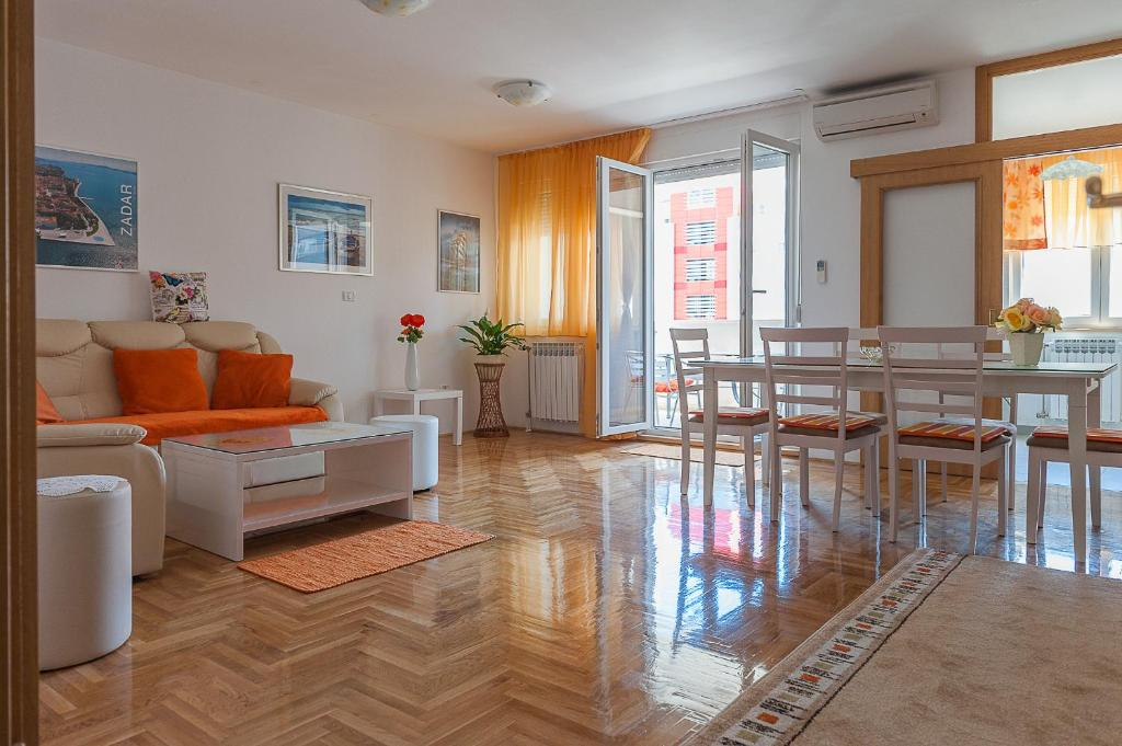 A seating area at Apartment Marija