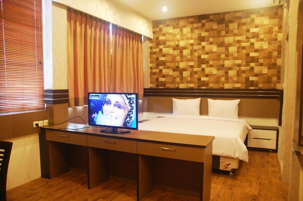 Телевизор и/или развлекательный центр в Gandhi Inn
