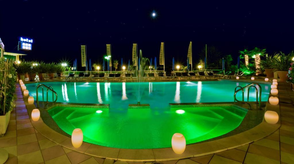 Bazén v ubytování Hotel Panoramic nebo v jeho okolí