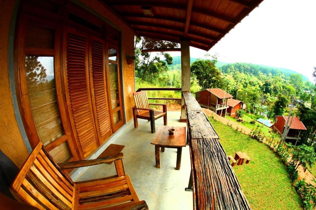 Ein Balkon oder eine Terrasse in der Unterkunft Ella Okreech Cottages