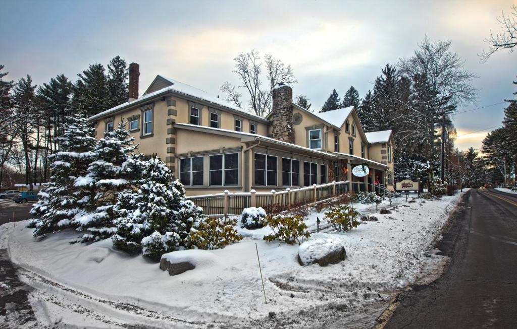 Woodfield Manor Resort: A Sundance Vacations Resort