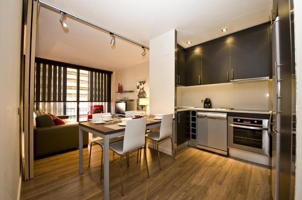 Cuisine ou kitchenette dans l'établissement Casp 74 Apartments