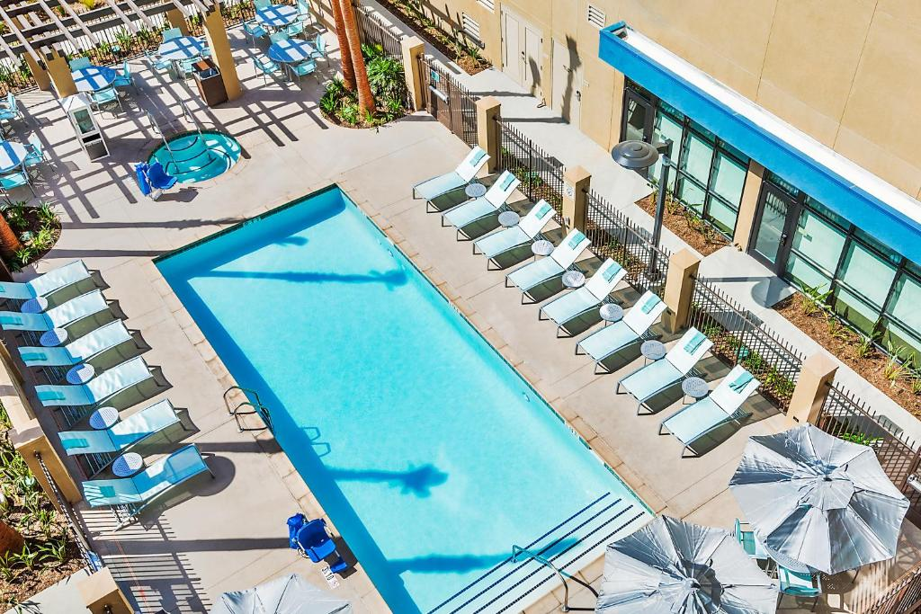 A view of the pool at Springhill Suites by Marriott Anaheim Maingate or nearby