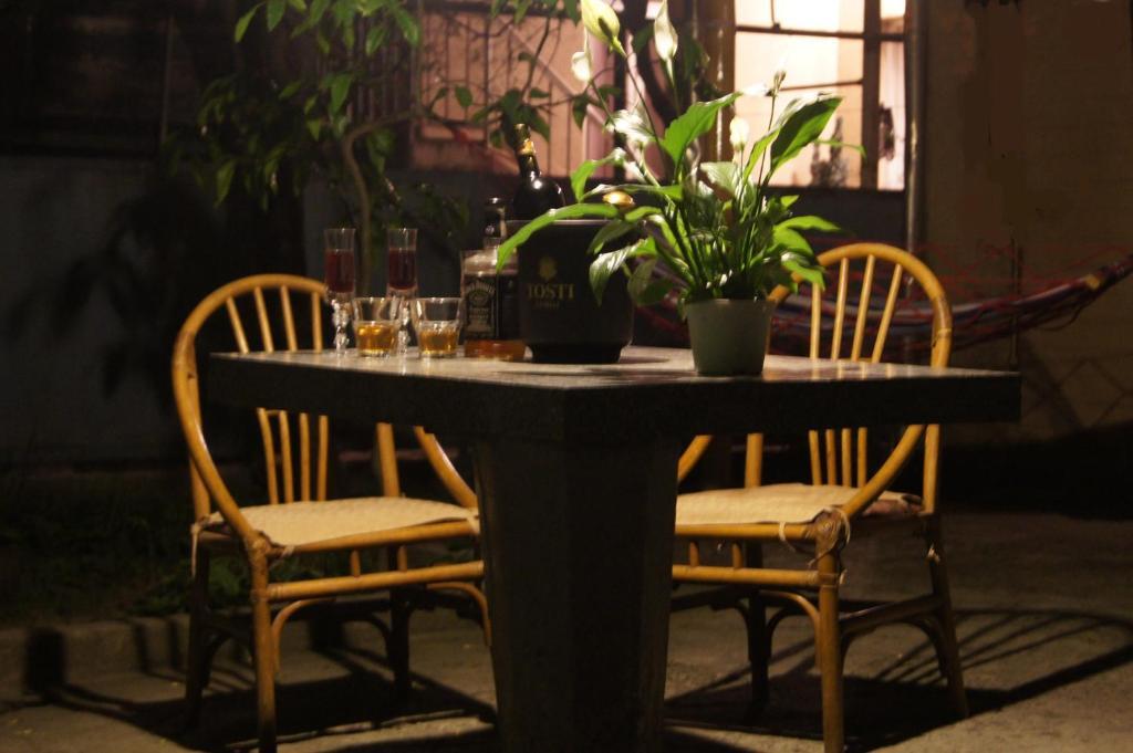 Ein Restaurant oder anderes Speiselokal in der Unterkunft Hostel Bavaria