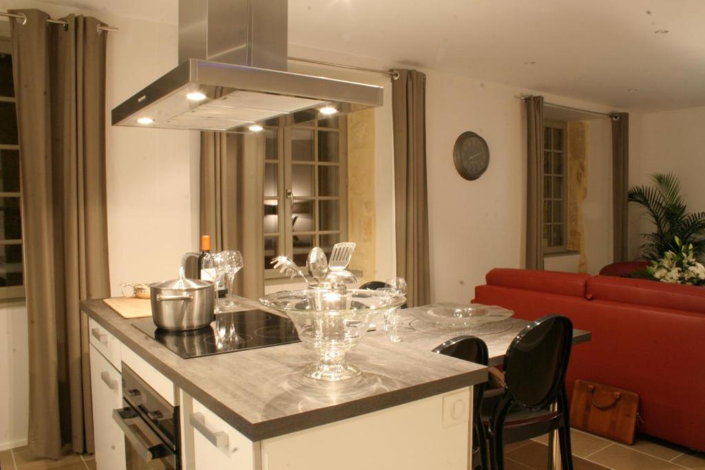 A restaurant or other place to eat at Le Porche de Sarlat