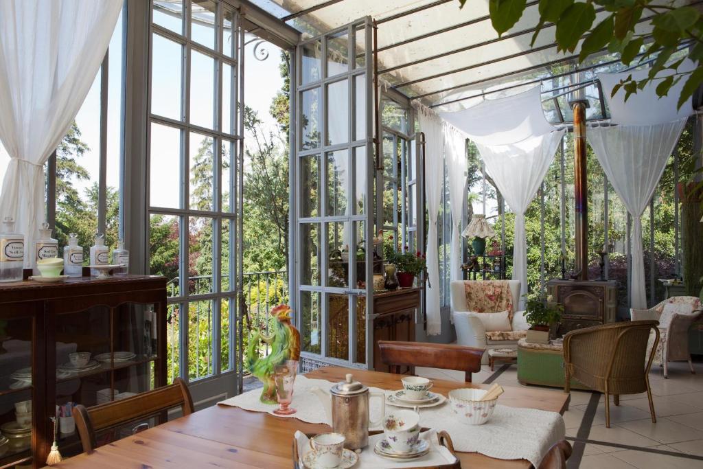 Restaurant ou autre lieu de restauration dans l'établissement La Pluie de Roses