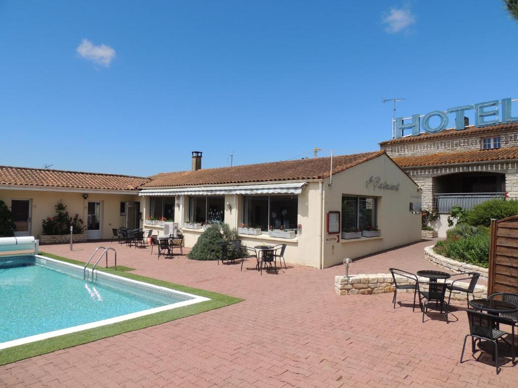 The swimming pool at or near Auberge des Charmilles