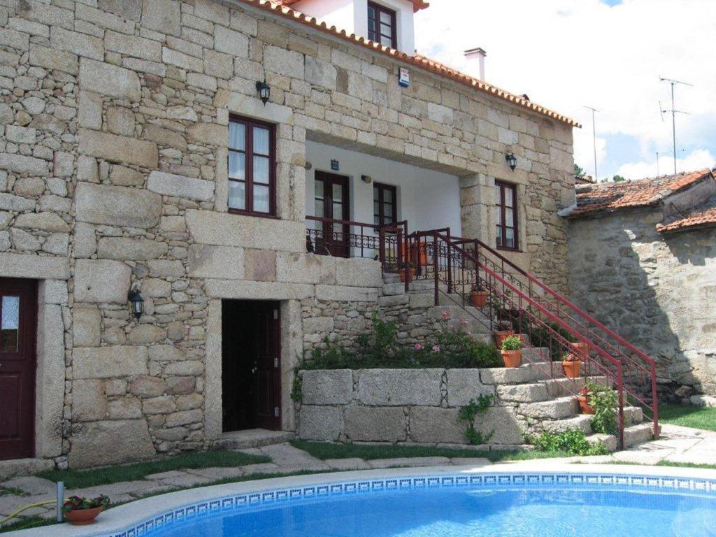 The swimming pool at or near Casa da Bivó Mafalda