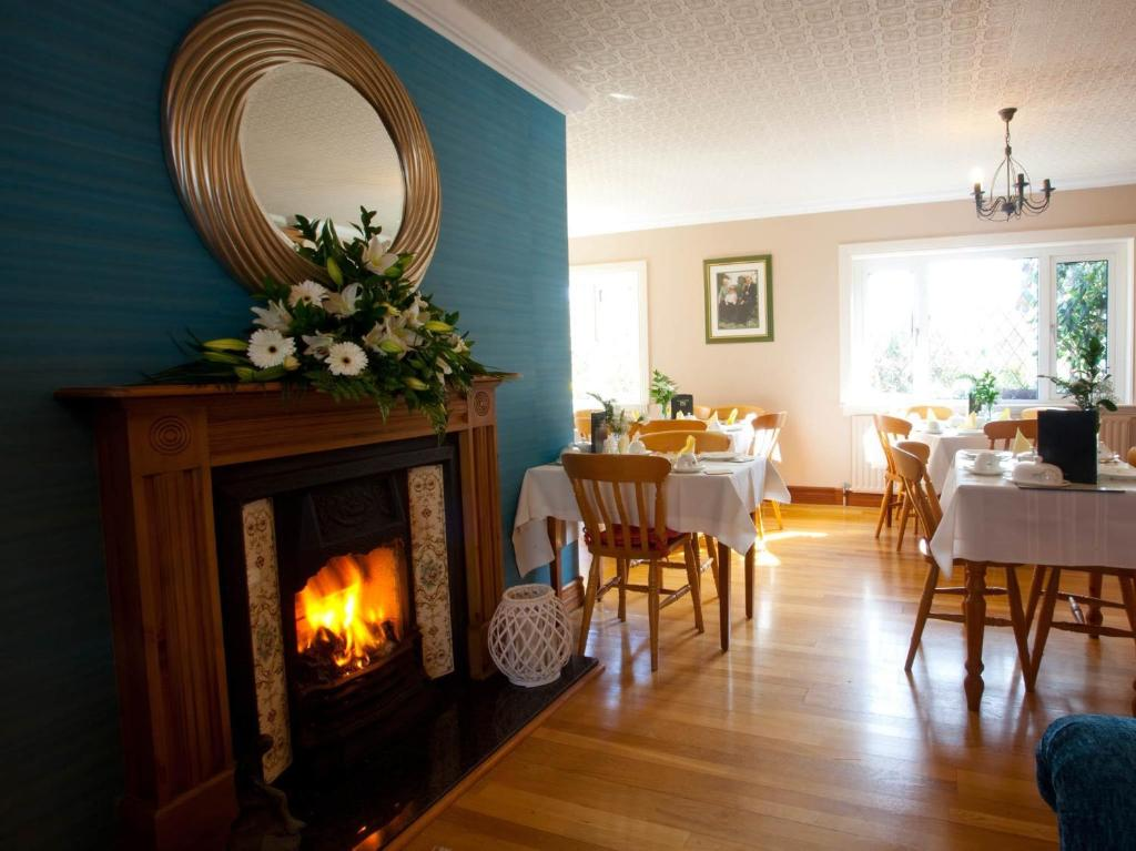 A restaurant or other place to eat at Adare Guesthouse