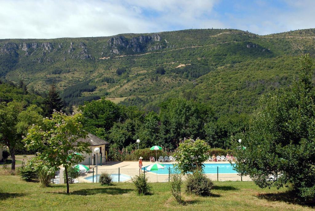 The swimming pool at or near VVF Villages « Le Parc des Cévennes » Florac