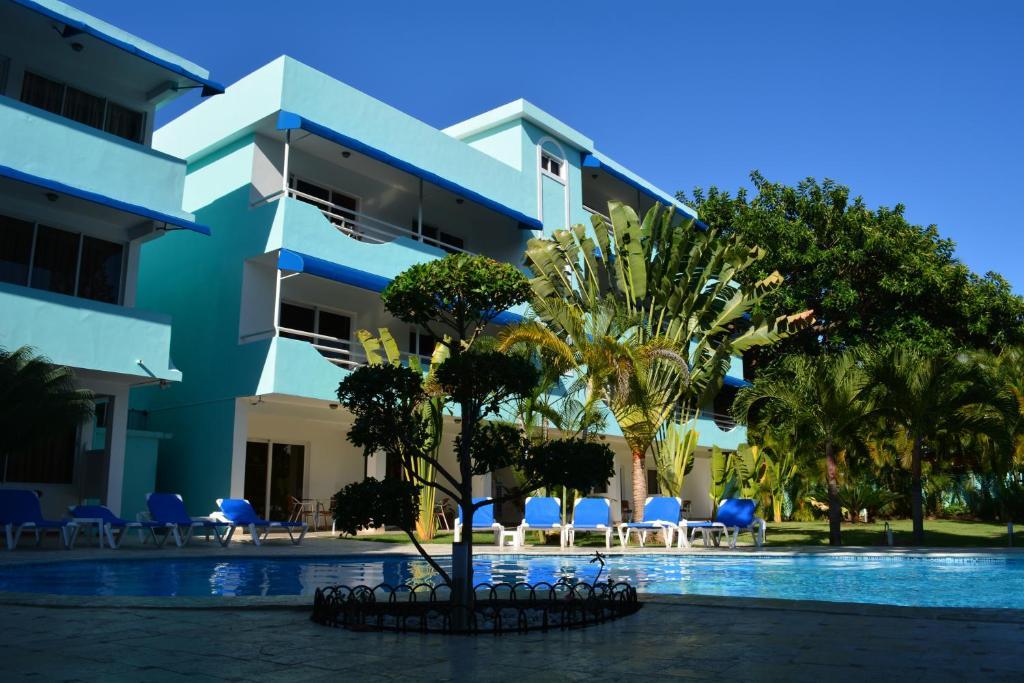 Het zwembad bij of vlak bij New Garden Hotel
