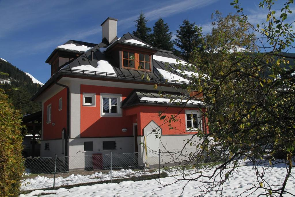 Villa Schnuck - das rote Ferienhaus during the winter