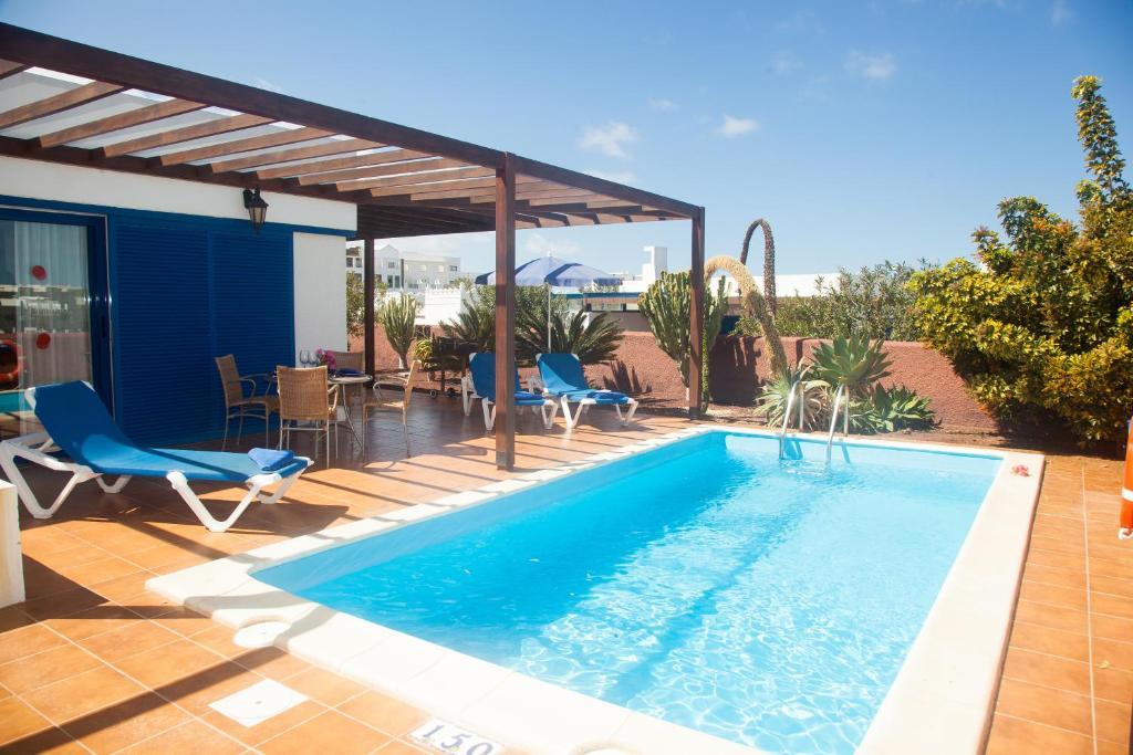 Het zwembad bij of vlak bij Villas Las Marinas