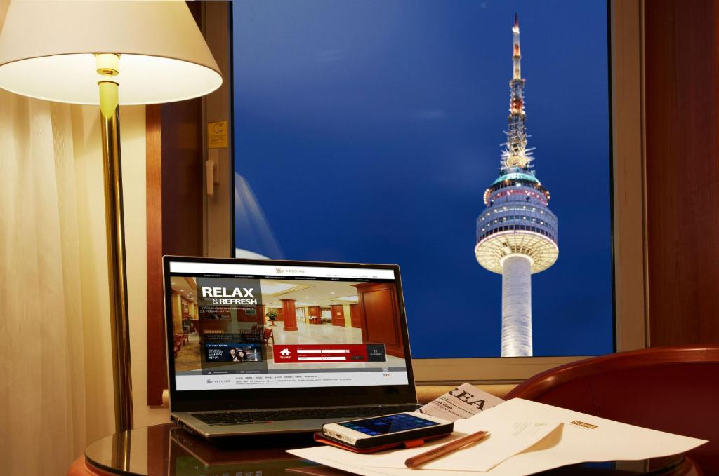 A television and/or entertainment center at Sejong Hotel Seoul Myeongdong