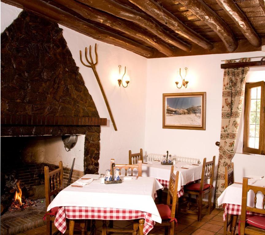 Un restaurante o sitio para comer en El Ventorro Hospederia Rural