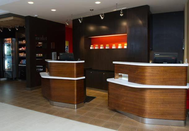 The lobby or reception area at Courtyard by Marriott Philadelphia Springfield