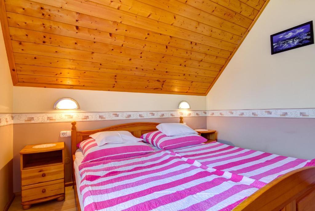 A bed or beds in a room at Andrea Villa Hévíz
