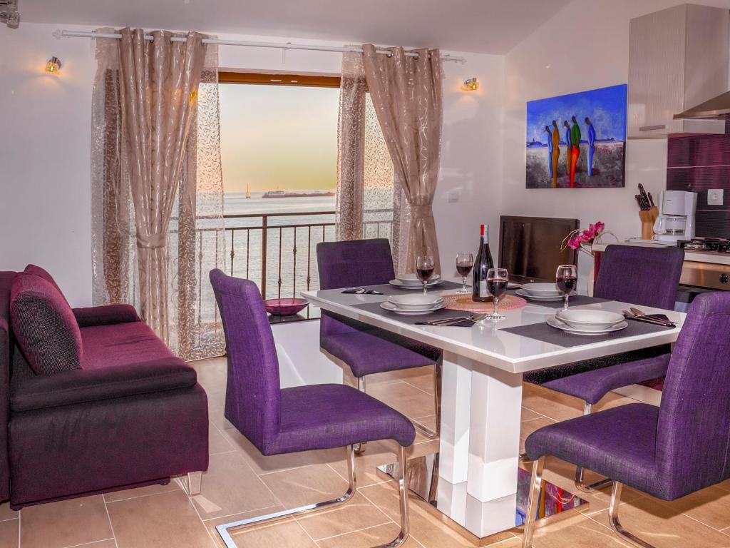 A seating area at Sanja Apartments Rivarela