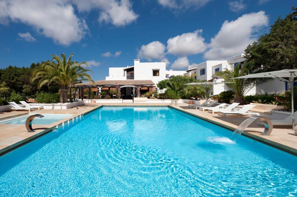 The swimming pool at or near Paraíso de los Pinos