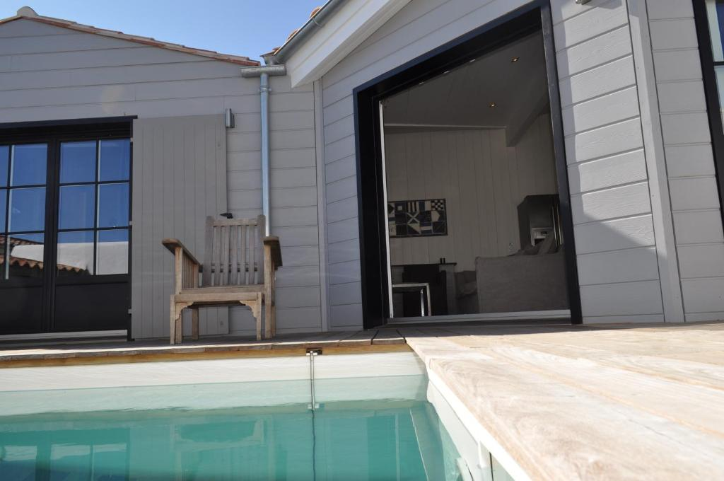 The swimming pool at or near Résidence MV Lodge