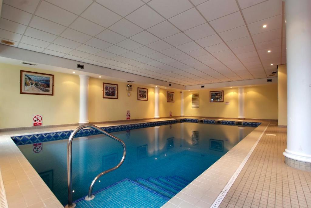 Der Swimmingpool an oder in der Nähe von Best Western Kilima Hotel