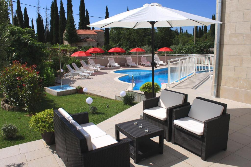 A view of the pool at Apartments Grand Pinea or nearby