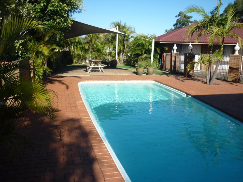 The swimming pool at or near Bomaderry Motor Inn