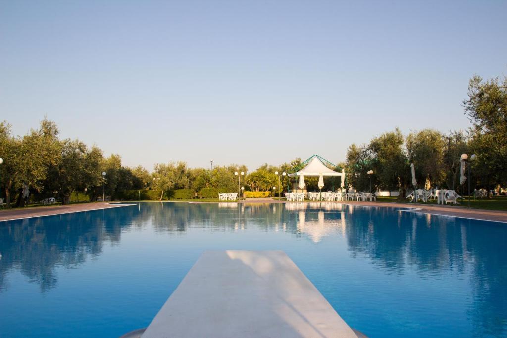 Piscina di Giardino Degli Ulivi Resort and SPA o nelle vicinanze