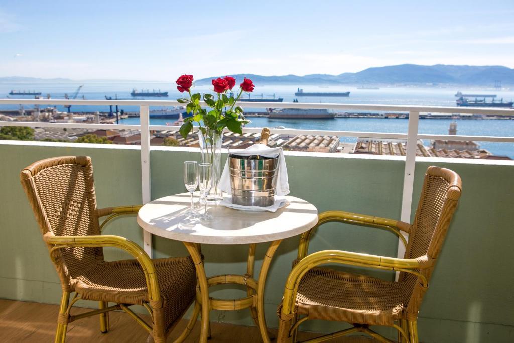 Een balkon of terras bij Rock Hotel