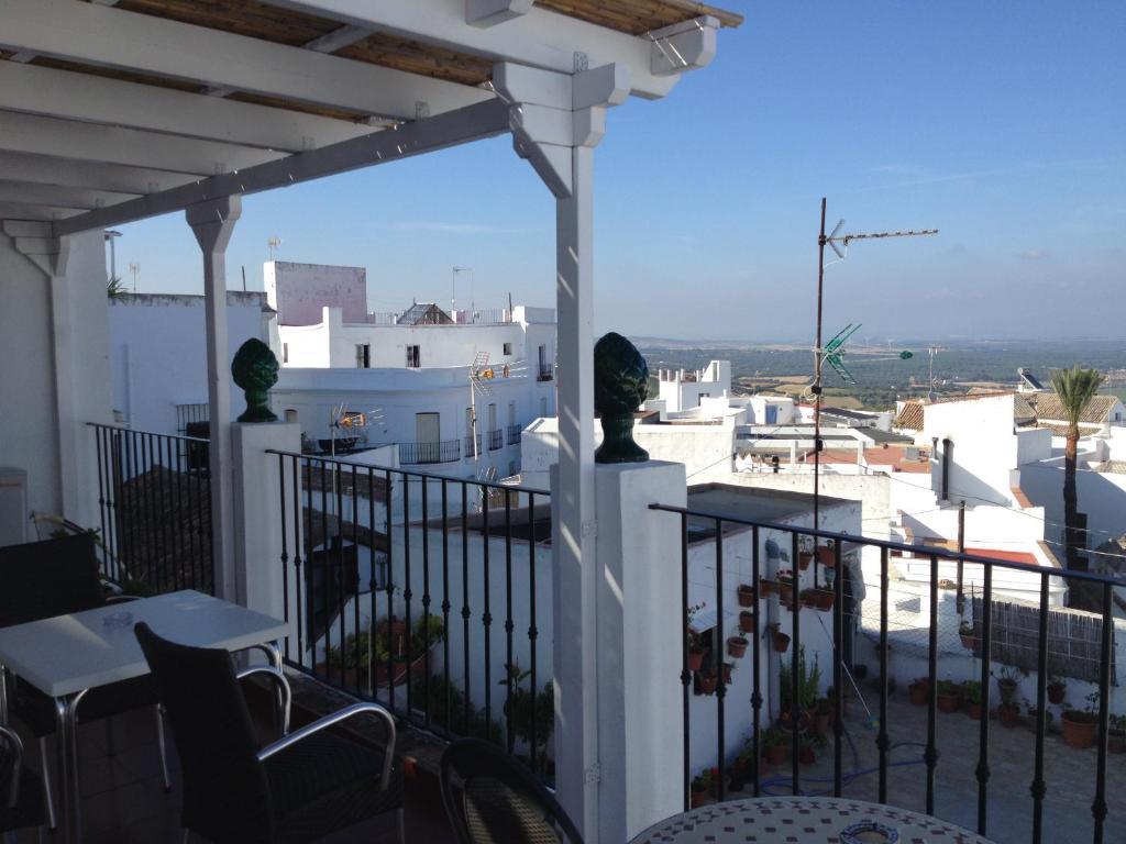 Un balcón o terraza de Apartamentos Casa la Costanilla