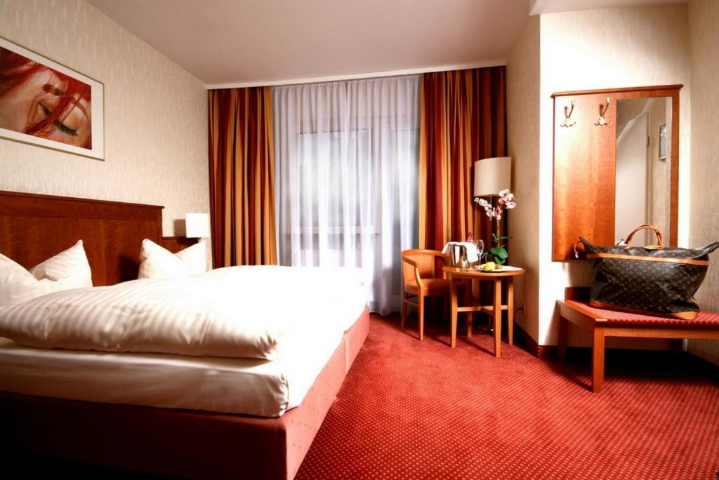 A bed or beds in a room at Hotel Wegener
