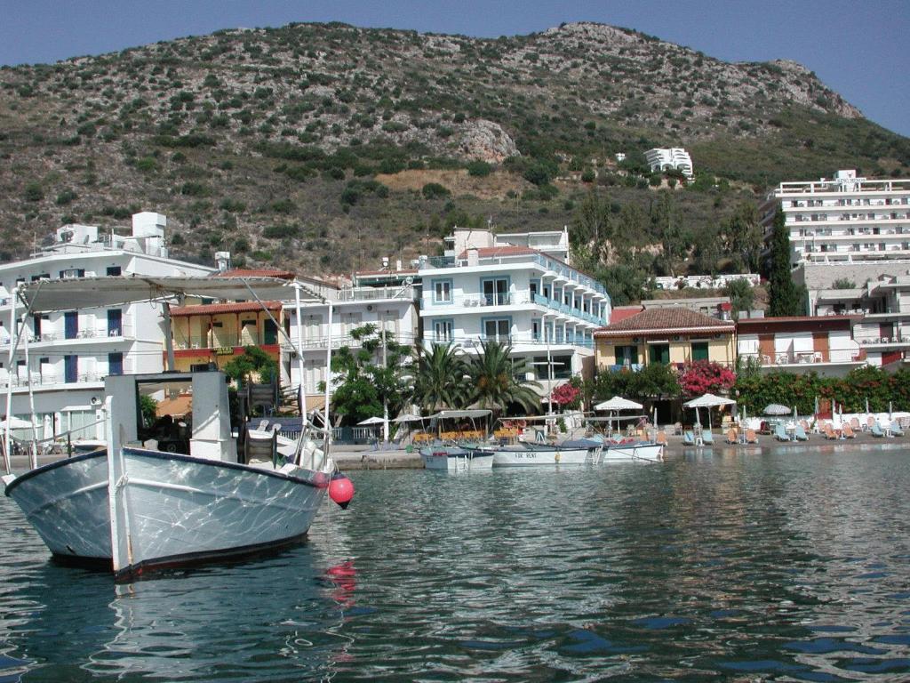 Dolfin Tolo, Greece